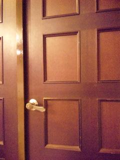扉の向こうに…